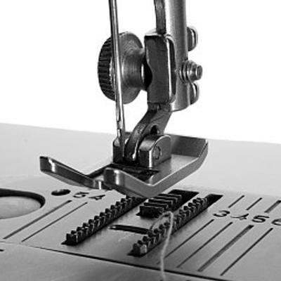 Le développement de la marque insurmontable de l'industrie des machines à coudre